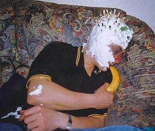 Momente stanjenitoare de la petreceri, in poze amuzante - Poza 5