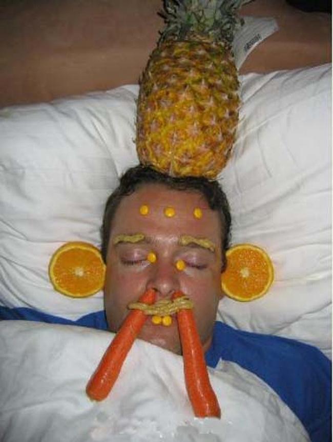 Momente stanjenitoare de la petreceri, in poze amuzante - Poza 7