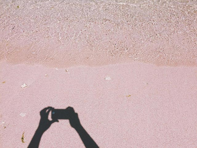 Cum arata cea mai frumoasa plaja cu nisip roz - Poza 4